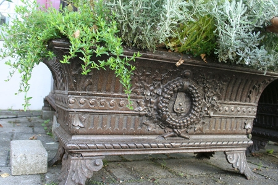 antike Jardinièren, Frankreich, Gusseisen