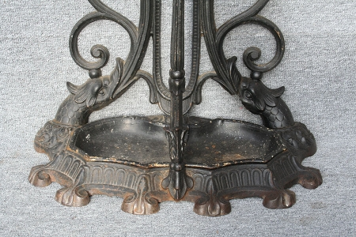 Antike Garderobe,  Eisen