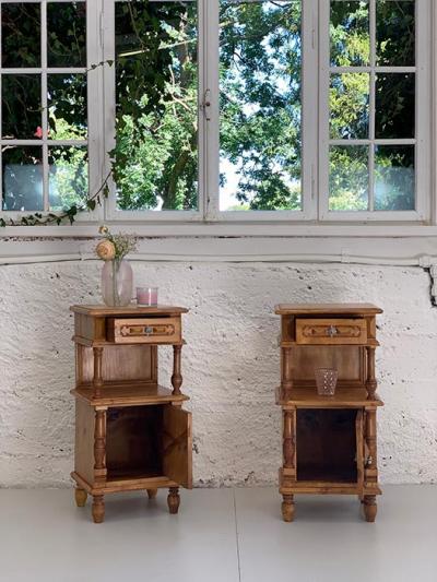 Paar Nachttischchen, Gründerzeit, Fichte natur