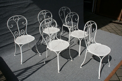 Satz antiker Gartenstühle
