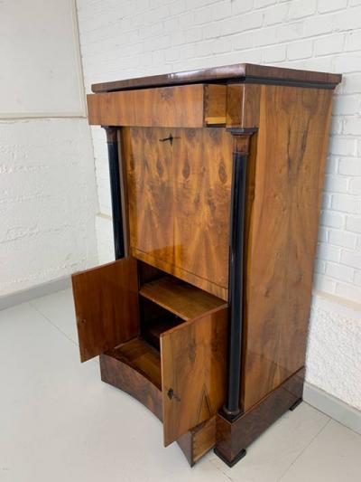 Sekretär, Nussbaum, Biedermeier, um das Jahr 1820 gefertigt
