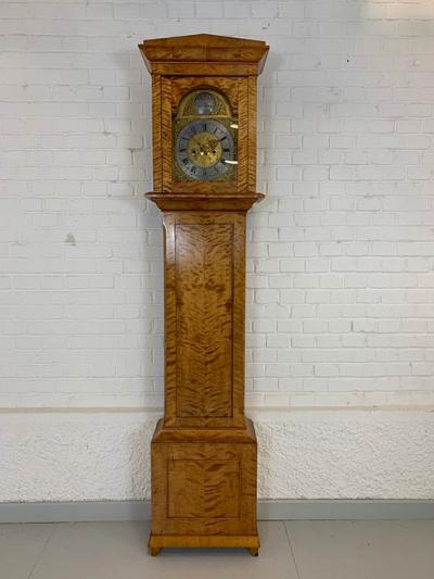Standuhr, Birke furniert, Biedermeier, um das Jahr 1820 gefertigt