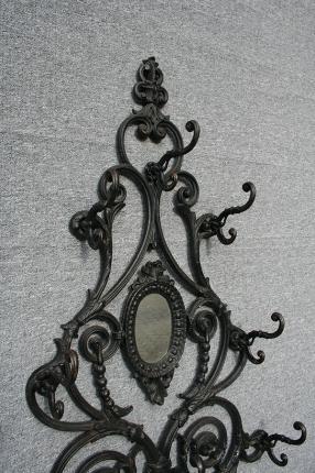 Antike Garderobe, England, Eisen