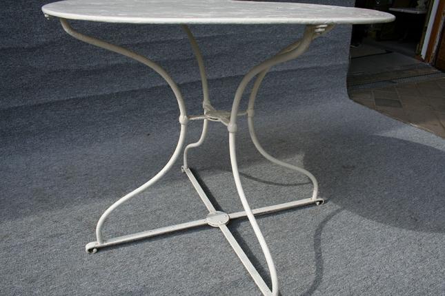 antiker Gartentisch aus Eisen