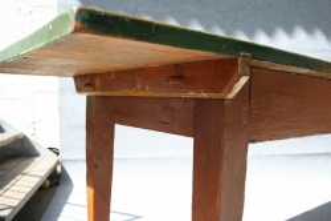 antiker Wirtshaustisch, originaler Anstrich
