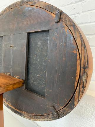Tischchen mit Bild in Stobwasser-Lackmaltechnik