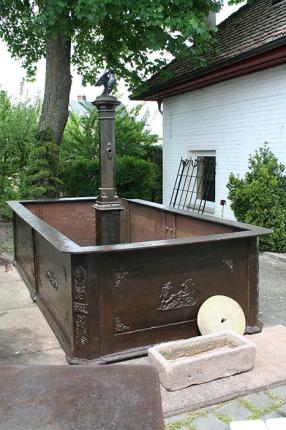 antiker Eisenkunstguss-Brunnen, 1859