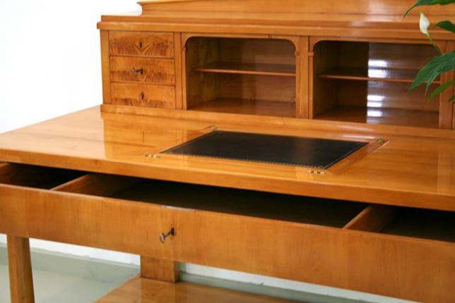 antiker Schreibtisch, Biedermeier, aus Schloss