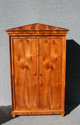 Biedermeierschrank, restauriert, um 1820 gefertigt